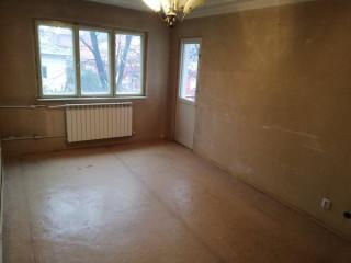 Proprietar, vând apartament cu 3 camere, decomandat, pe str. Sabinelor