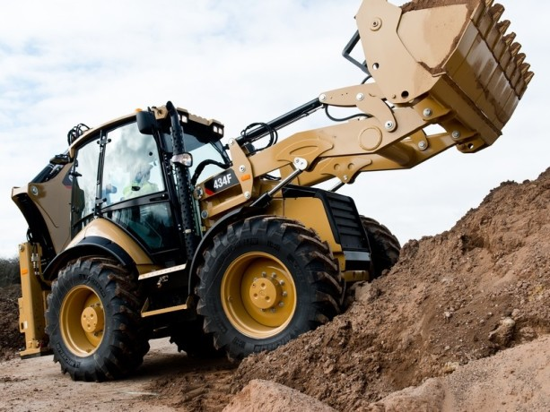 inchiriez-buldoexcavator-cu-atasamente-diverse-big-0