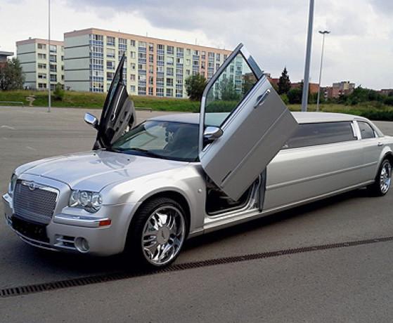 vand-limuzina-ghrysler-300-big-0